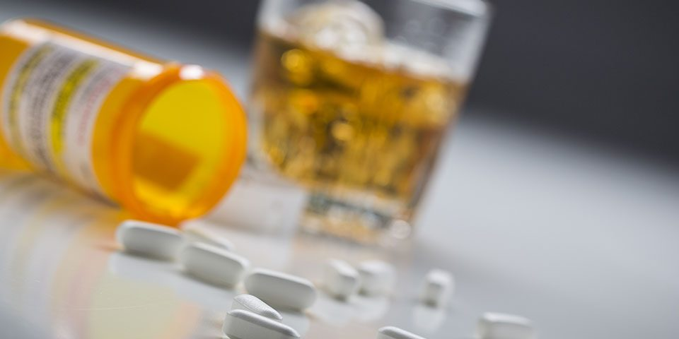 dangers of mixing vicodin and alcohol
